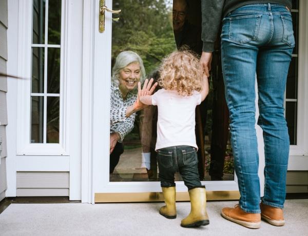 Meglátogathat-e a nagyi, ha őt már beoltották, téged meg még nem
