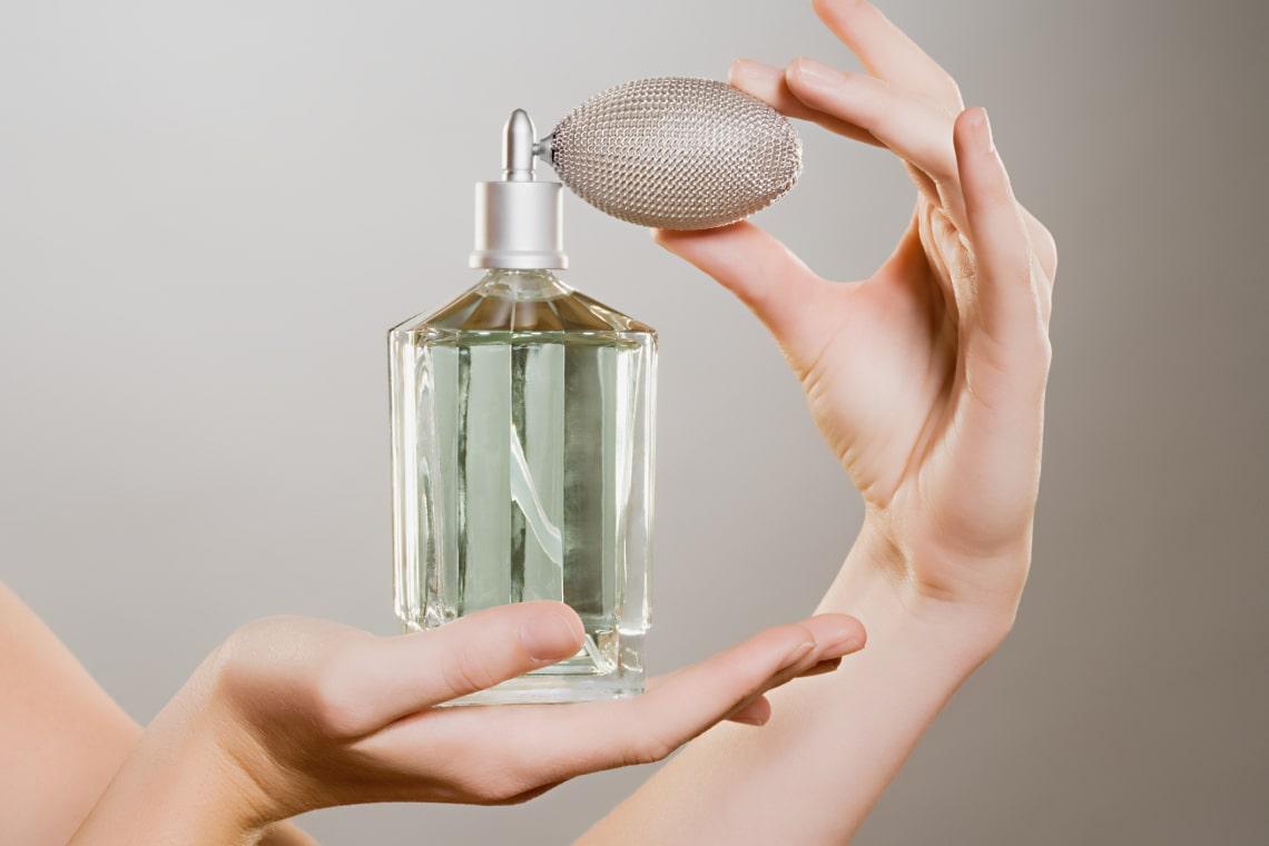 Tovább tart a parfüm illata rajtad a következő trükkökkel