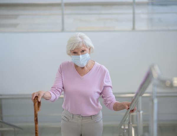 Rengeteg életet menthet, ha az időseket oltják először koronavírusra
