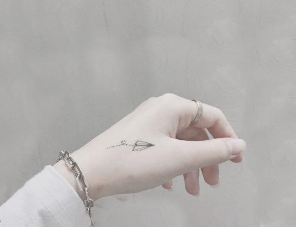 10 művészi one line tetoválás – ha a diszkrét minimált kedveled