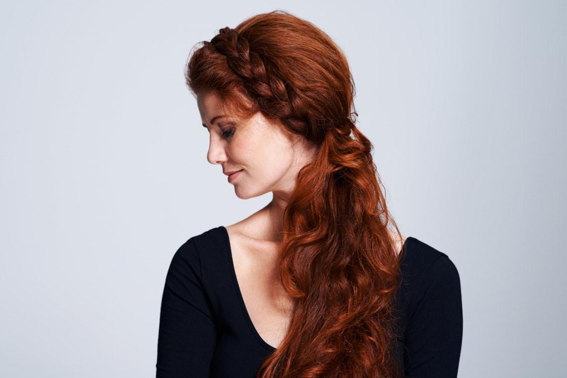 7 frizuratipp a szeles napokra: így biztosan nem kócolódik össze a hajad