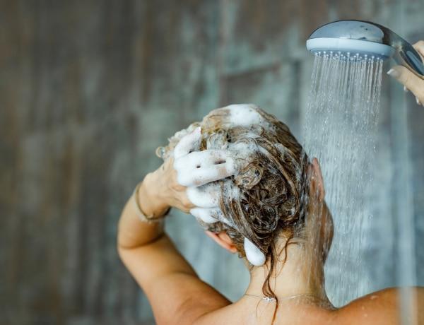 Miért halogatjuk a hajmosást? Ez történik, ha sokáig nem mossuk