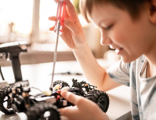 Az autós játékok csodás hatással vannak a gyermek fejlődésére