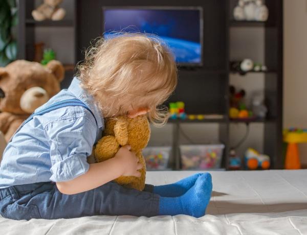 Ezért nem jó a kisgyerekeknek a tévé előtt