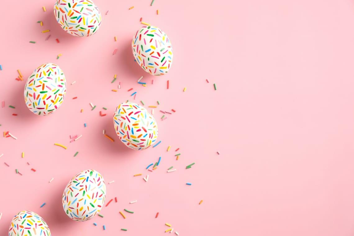 Egyszerű tojásdíszítő ötletek, amikkel kicsik és nagyok is jól szórakoznak