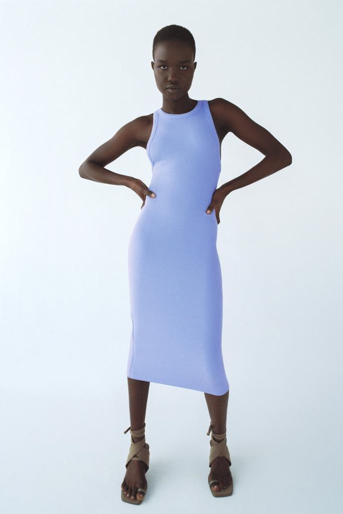 Testhezálló kék ruha