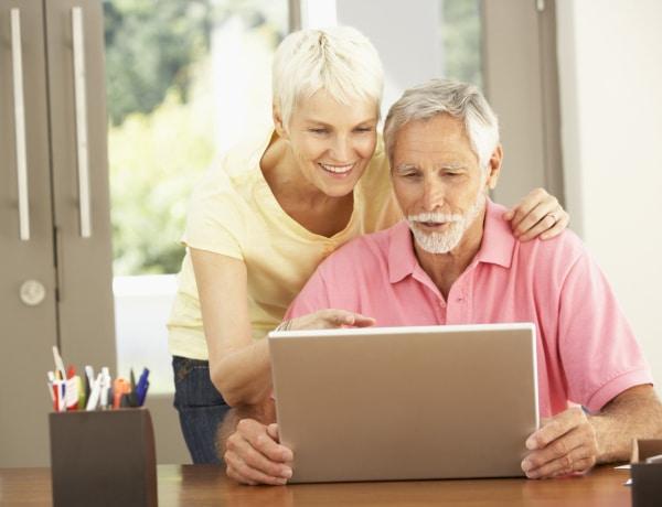 Az idősek digitális készségeinek fejlesztésére indít országos kampányt a hírközlési hatóság