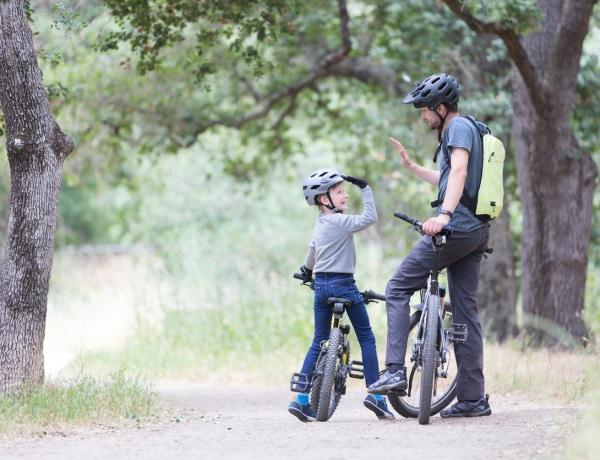 Csapj le te is Száraz Dénes kisfiának biciklijére!
