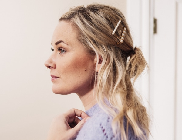 8 mesés frizura, amelyekhez csak néhány hajcsatra lesz szükséged