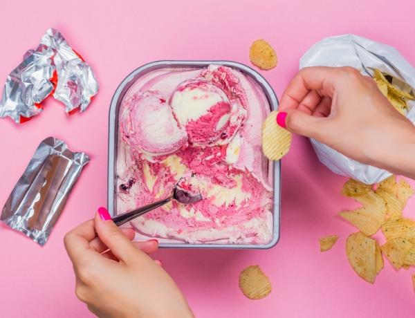 Normális a menstruáció előtti impulzív evés? Utána jártunk!