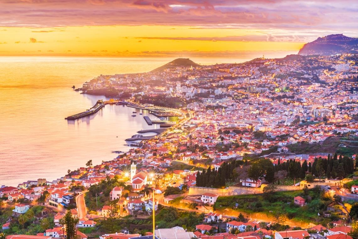 Covid útlevél: az 5 legjobb európai nyaralós úti cél, oltáskártyával