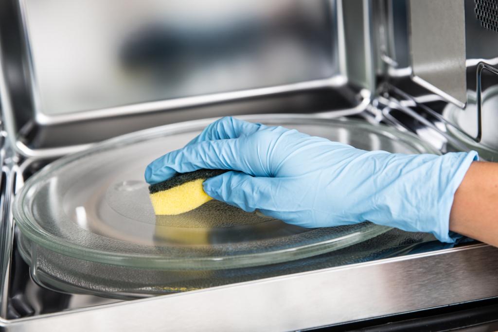 Mikró tisztítása szivaccsal