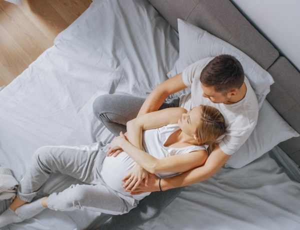 A várandós nők férjei magukon is furcsa tüneteket észlelnek