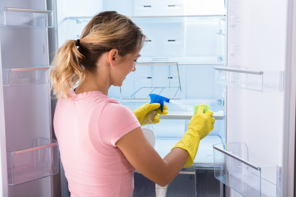 A hűtőszekrény tisztítása