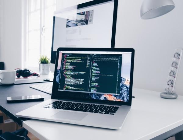 2021-ben jelentősen megnőtt a kereslet az egyedi weboldalakra