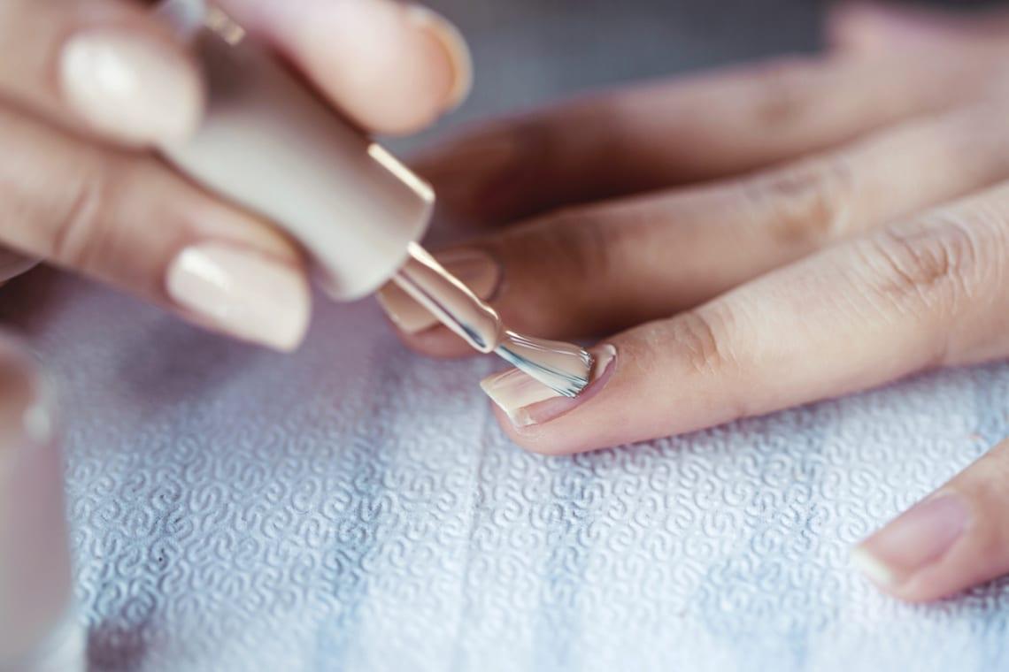 7 hasznos trükk, hogy gyorsan megszáradjon a körömlakk