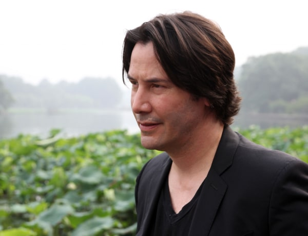 Keanu Reeves képregényt, Tyra Banks sci-fi könyvet írt – 10 híresség, meglepő írói ambíciókkal