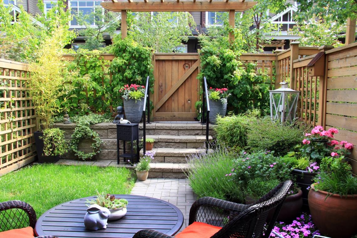 Belát a szomszéd? Látványos megoldások, hogy intim legyen az udvarod