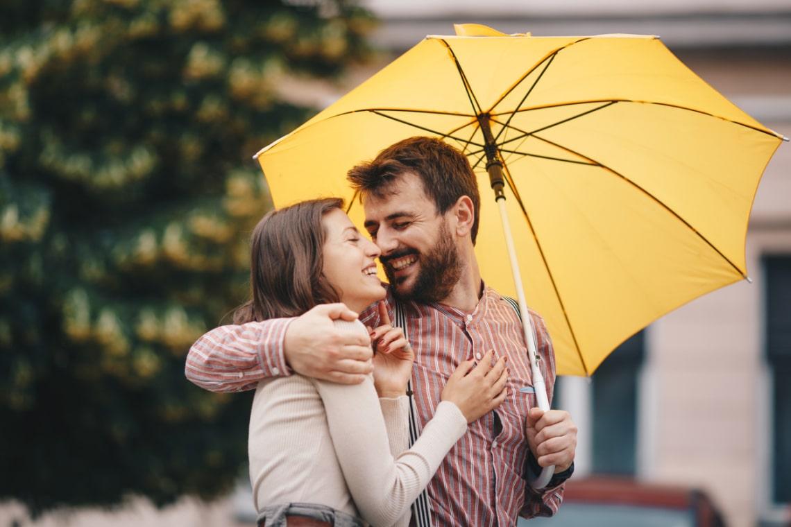 Ezek a jelek buktatják le, hogy a pasi fülig szerelmes beléd