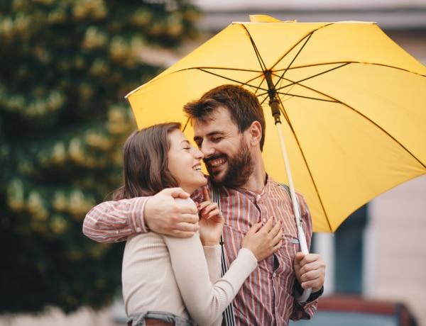 A következő jelek buktatják le, hogy a pasid fülig szerelmes beléd