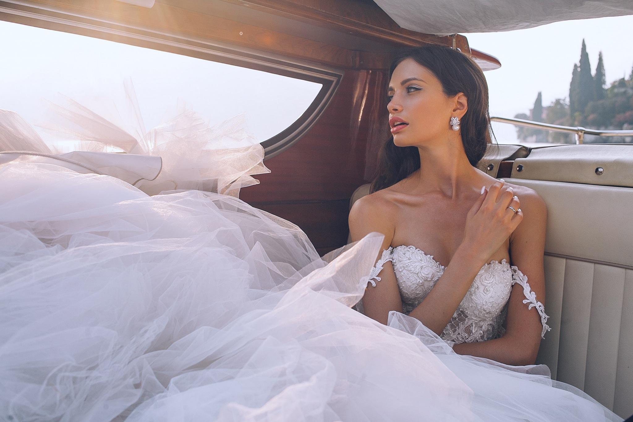 Hercegnős menyasszonyi ruha