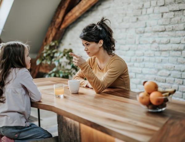 5 jel, hogy fontoskodó anya vagy – Lehet, hogy észre sem veszed?