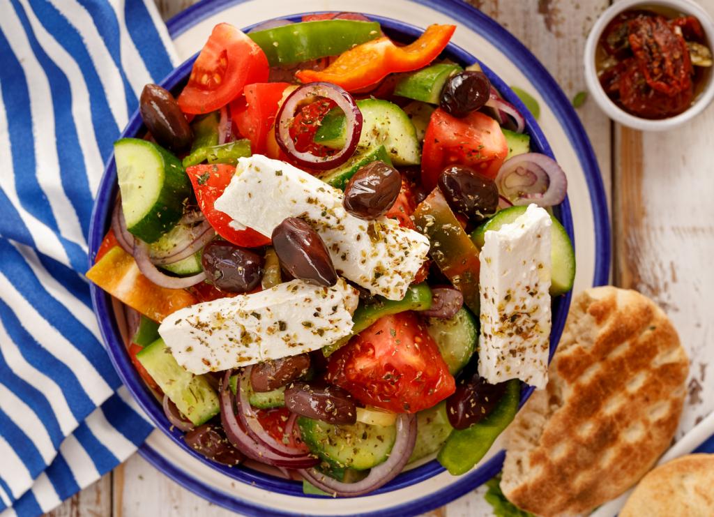 Zöldfűszeres görögsaláta krumplival