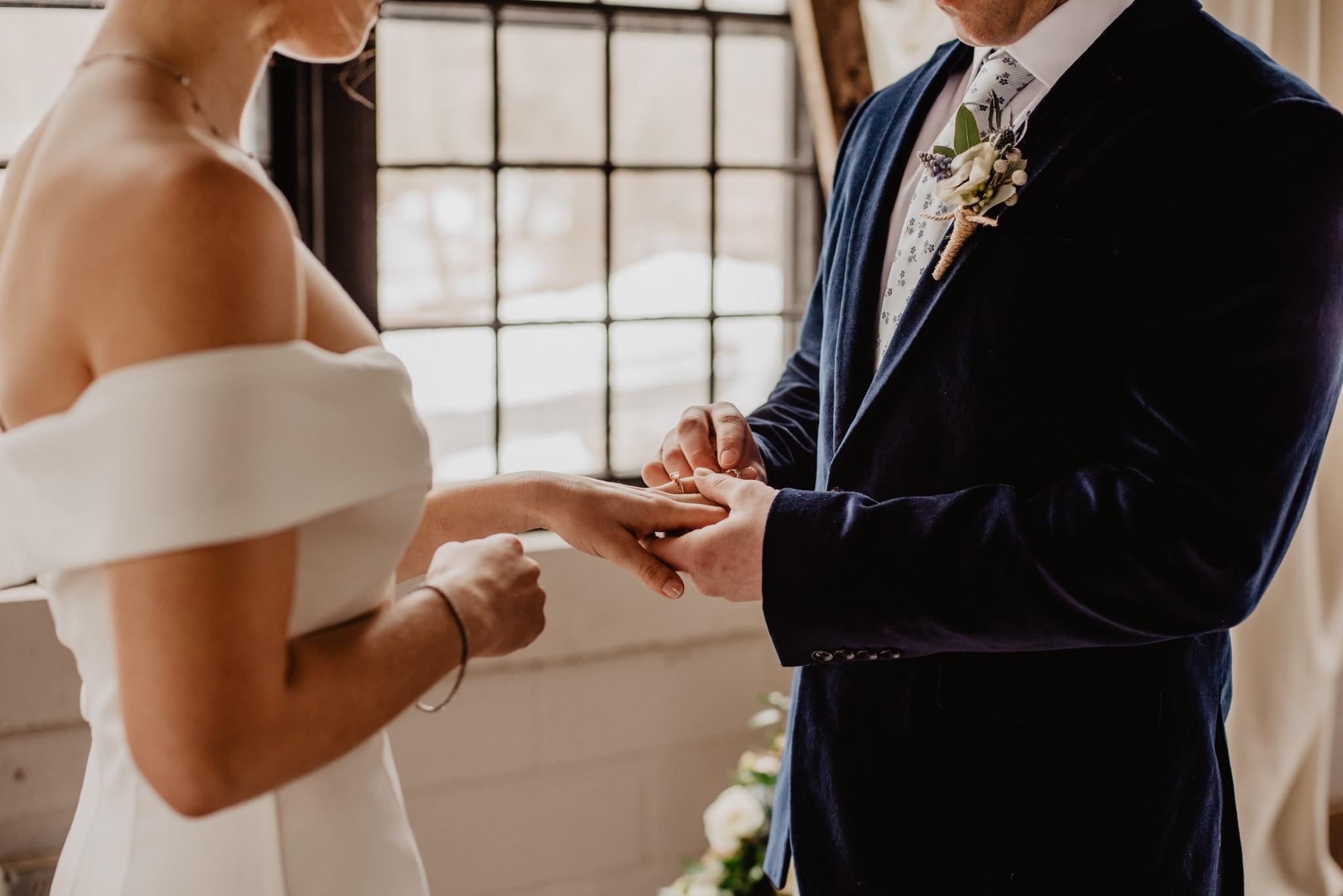 Modern stílusú esküvő