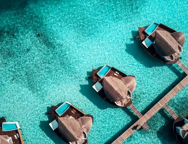 A földi paradicsom: 5 csodálatos bungaló egzotikus vizeken