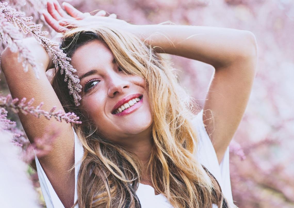 A melírozott haj ápolása: a fodrász elárulja, mitől lesz szép és tartós