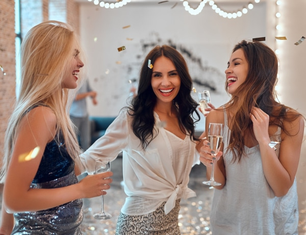 TESZT: Milyen partiarc vagy: állandóan pörögsz vagy bepunnyadsz?