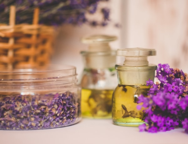 5 szuper dolog, amire használhatod az illatos levendulaolajat