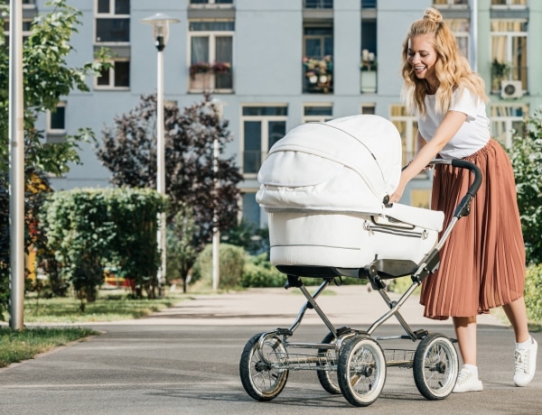 Életveszélyes lehet a kisbaba számára, ha letakarod a babakocsit
