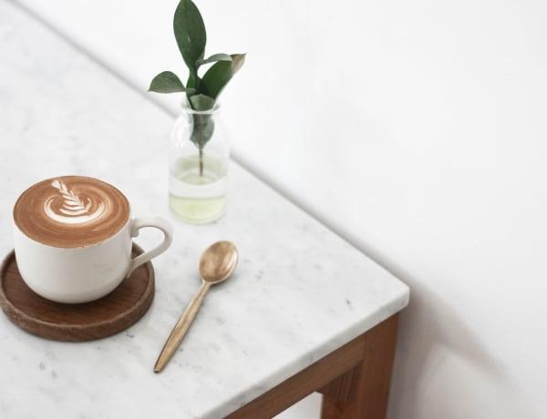 A kávé legális drog. Mi történik a testeddel, ha nem iszol reggel?