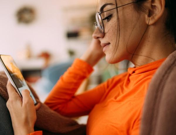 Hogyan tartod a kezedben a telefonodat? Sokat elárul a személyiségedről