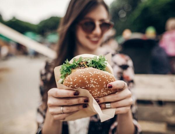 Kiderült milyen a mentális egészsége azoknak, akik gyorsétteremben étkeznek