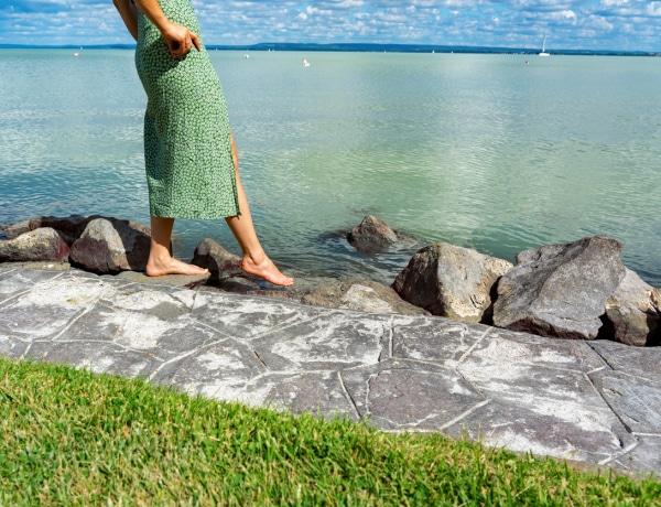 Rejtett kis strandok a Balatonnál, ahová érdemes ellátogatnod