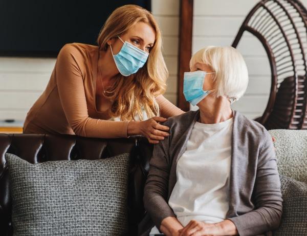 Miért viselnek az emberek maszkot, ha már nem muszáj? Megkérdeztük!