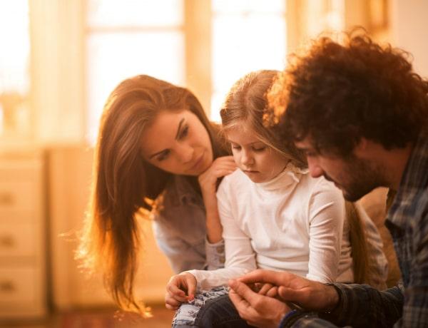 Hogy segíts a félénk gyerekednek anélkül, hogy meg akarnád változtatni?