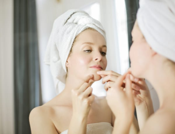10 szépségápolási hiba, ami pattanásossá teszi a bőrödet