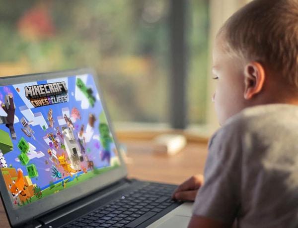 Mi előtt üljön a gyermek? Mutatjuk a Minecraft előnyeit!