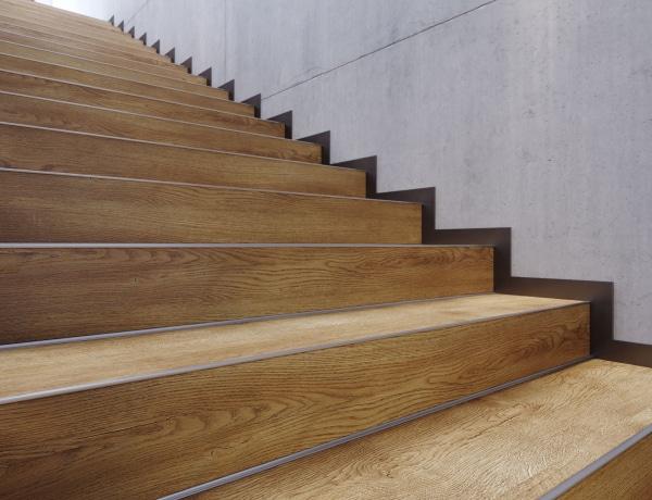 Vinyl klikk panelek lépcsőkre – használjon erre gyártott terméket
