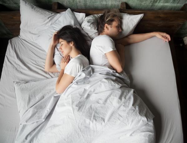 10 hasznos termék, ha képtelenség a párod mellett jól aludni