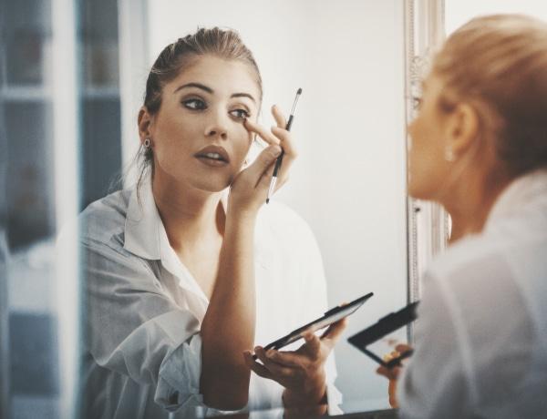 A fordított cicaszem az új szépségtrend. Hogyan fesd meg magadnak?