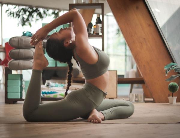 5 szuper jógapóz, amely segít elűzni a stresszt