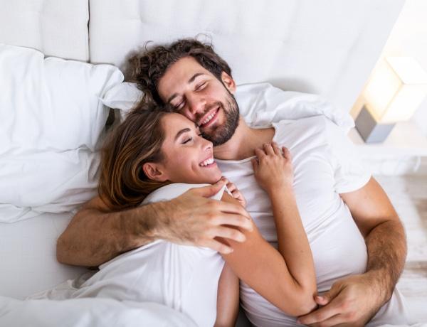 Milyen pózban alszotok? Rengeteget elárul a párkapcsolatotokról