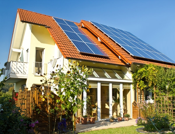 Töltsük napelem rendszerről az elektromos autókat!