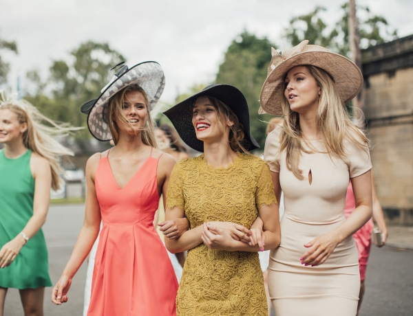 10 alkalmi ruha, amit egy őszi esküvőn is bátran viselhetsz