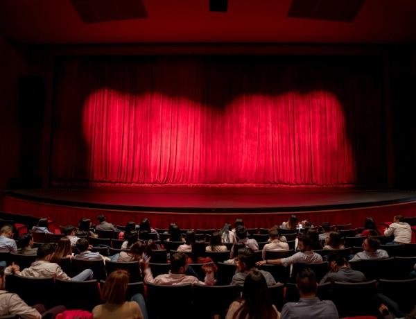 Őszi színház premierek – erre az 5 darabra érdemes jegyet váltani