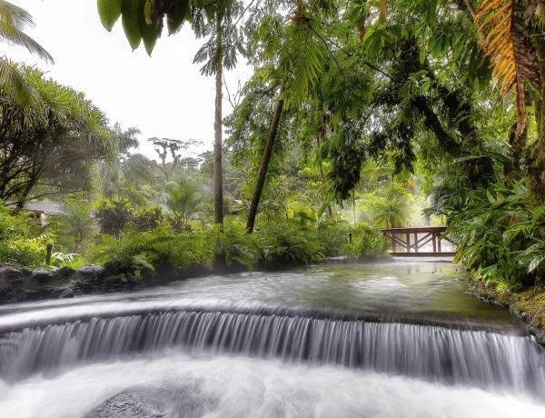 Forró kikapcsolódás: a világ legszebb meleg vizes gyógyfürdői
